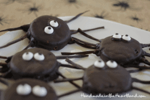 Halloween Treat: Oreo Spiders