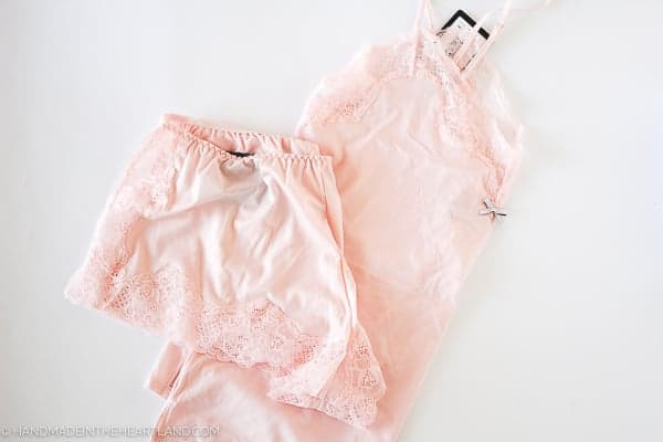 Maidenform loungewear set in light pink with lace